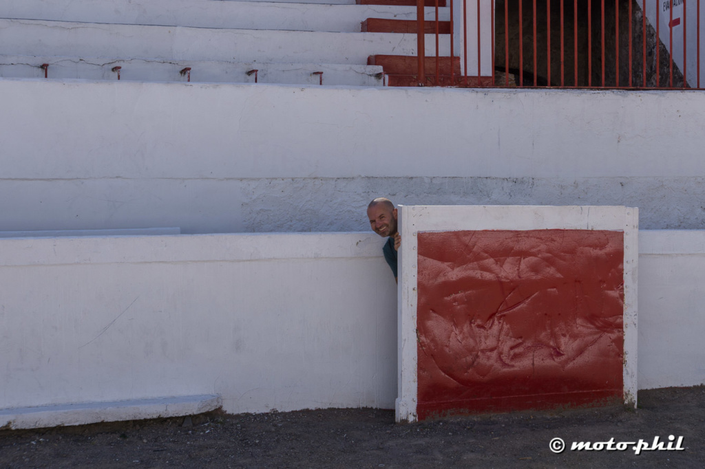 moto.phil hiding behind the protective wall in a bullfighting arena